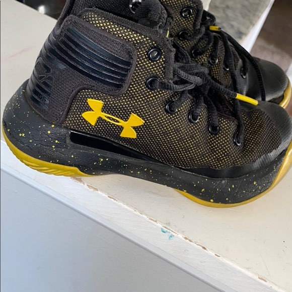 Under Armour Shoes | Black And Yellow